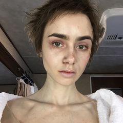 4. Лили Коллинз